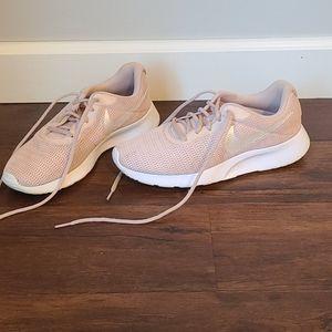 Nike rose pink women's 9.5 sneaker shoe